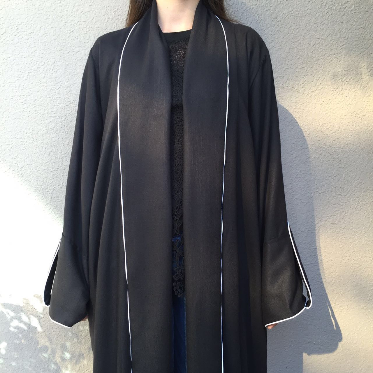 Scroll collar black Abaya in Linen