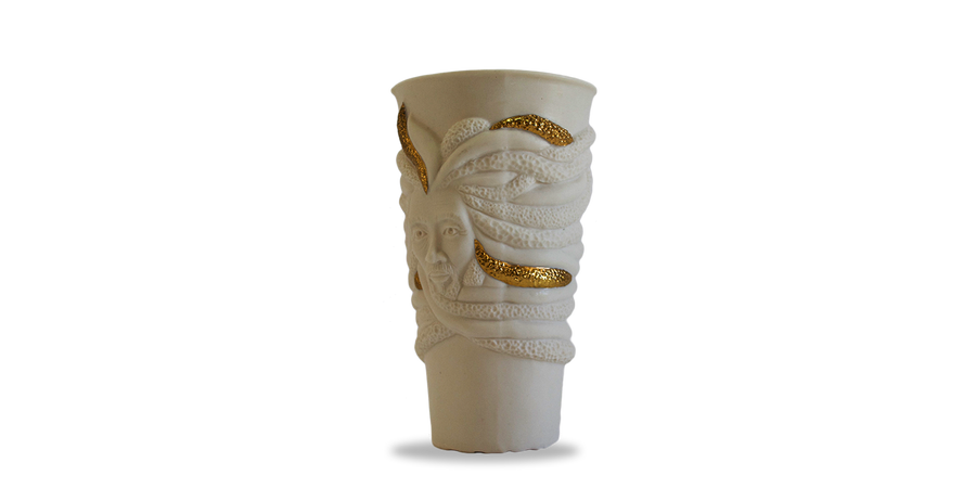 White porcelain cup with Jamaican Rastafarian face and dreadlocks wrapping around the cup with 18k gold accent  on  some of the locks. Authentic Jamaican Rasta Cup