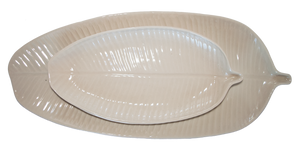 Paired colour options of the small banana leaf plate and large banana leaf platter, in glazes white and white, classic combination
