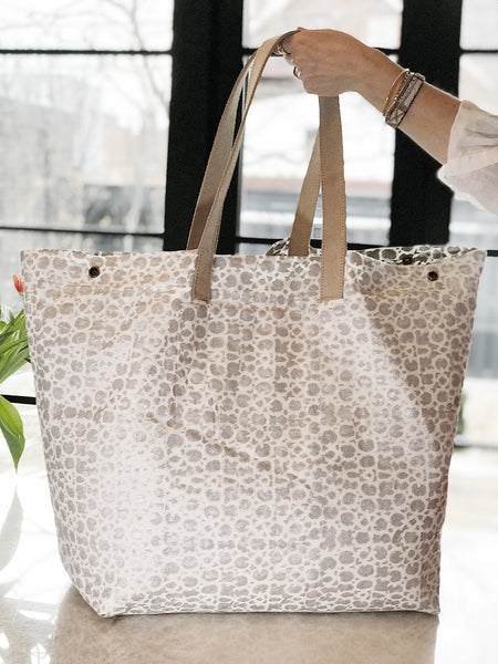 The Weekender Bag<br>Grand Suzani<br>Colour Silver Leaf