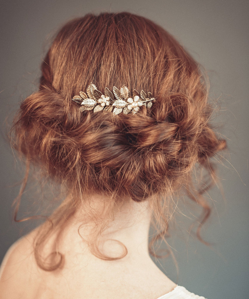 Gold hair comb with off white flowers - floraljewellery