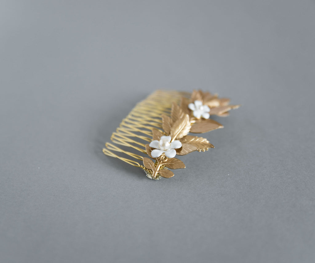 Gold hair comb with off white flowers