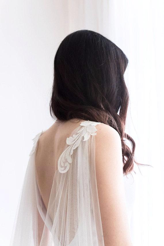 Cape veil with lace - floraljewellery