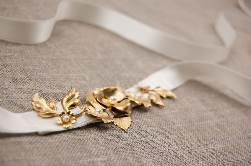 Gold bridal belt, Wedding belt, Gold sash, Wedding dress sash gold with pearls