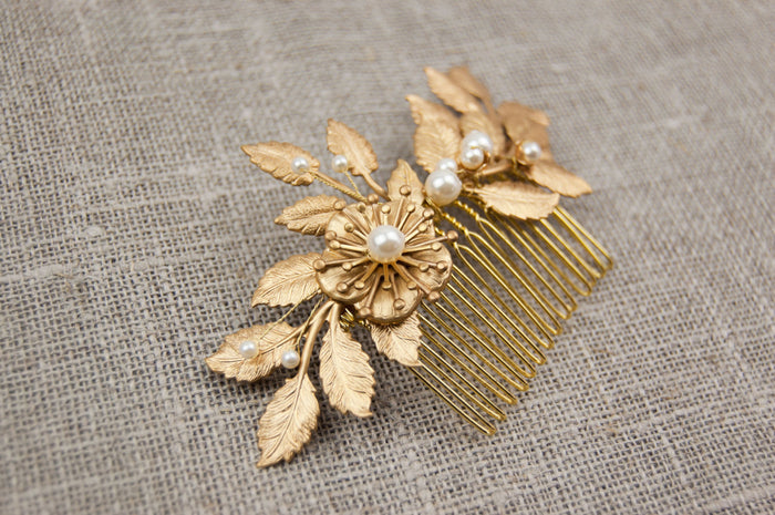 Flower and leaf hair comb - Gold wedding hairpiece -Grecian hair piece - Gold leaf comb - Gold leaf headpiece - Gold comb - Bridal comb - floraljewellery