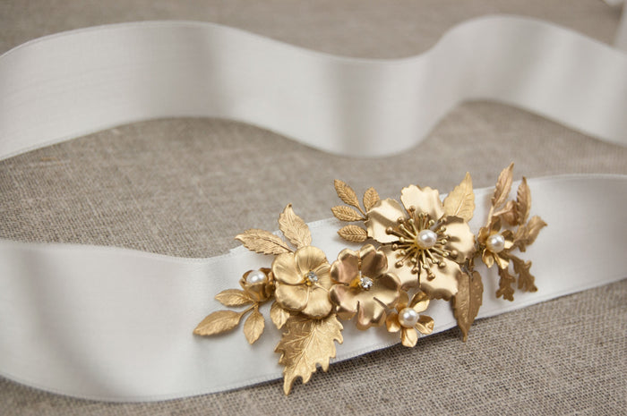 Gold sash - Bridal gold sash - Leaf belt - Gold belt - Wedding sash - Boho sash - Gold leaf sash - Gold flower belt