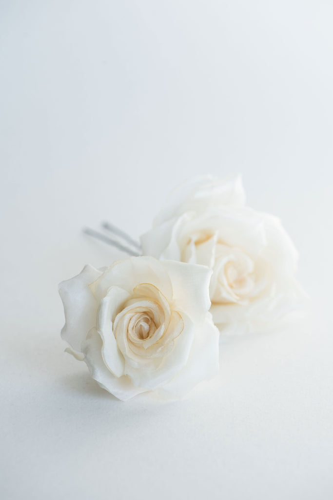 Bridal petal veil and rose flowers hair pin set - ILZE