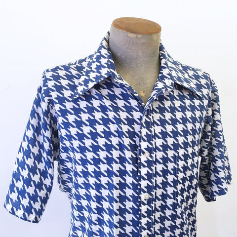 1970s Vintage Men's Houndstooth Shirt Vintage Short Sleeve Blue & White Disco Era Shirt 417 by VAN HEUSEN - Size LARGE