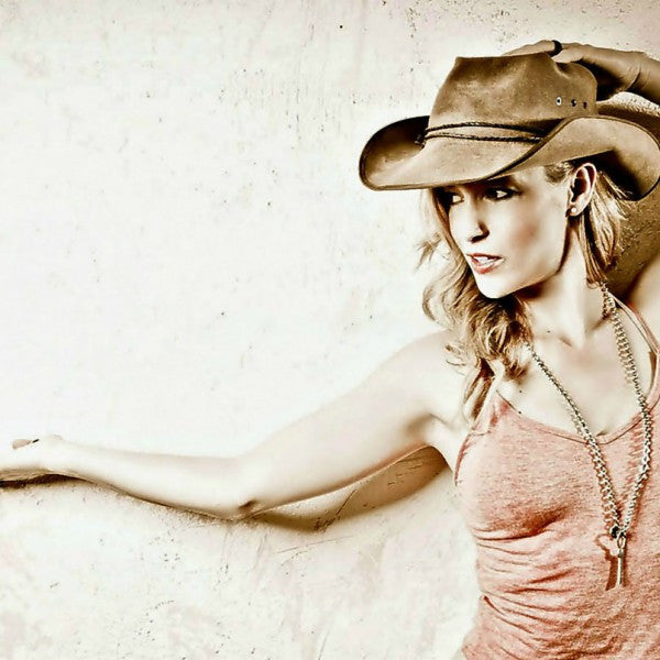 Mark Hooper Photo Shoot - Mandy Bo | B'ass Country Music