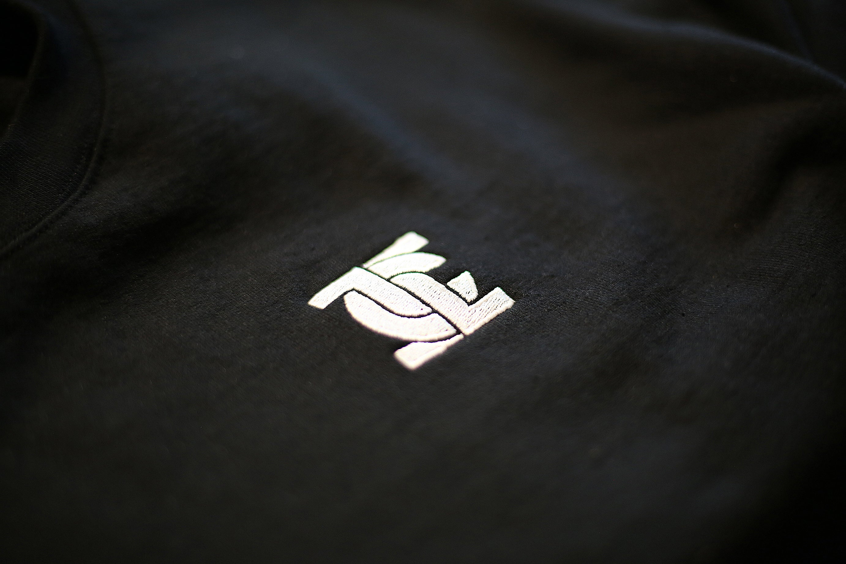 EMBROIDERED LOGO CREWNECK
