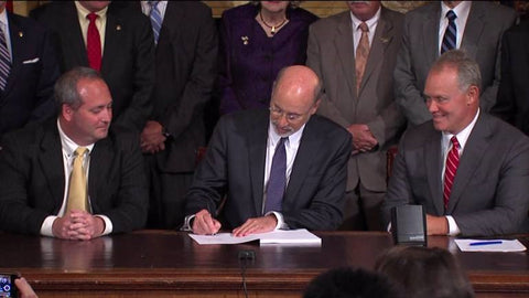 governor-wolf-signing-the-bill