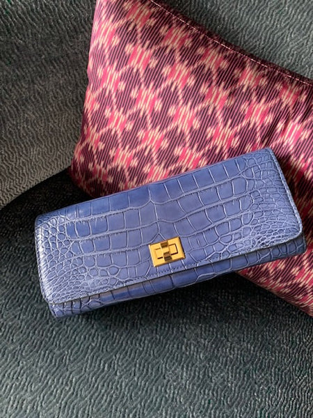 Grey/Blue semi glazed Croc with Gold Closure