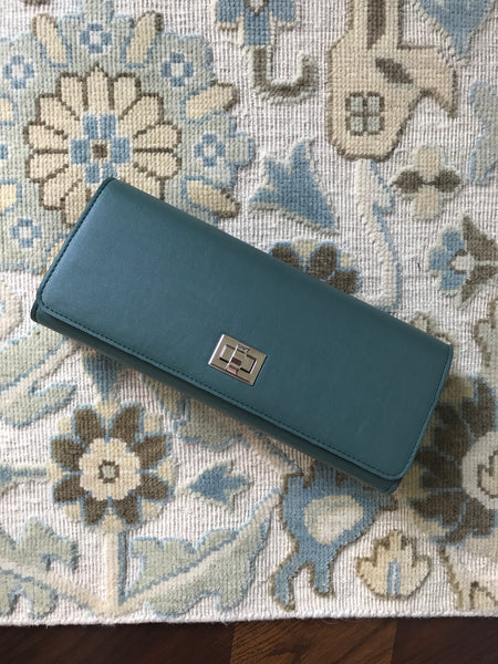 100% Vegan Green Clutch