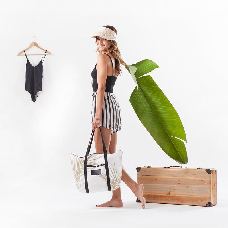 Beautiful Palm Fronds Zipper tote bag. Perfect for the Beach!