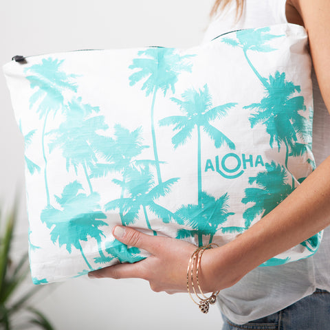 MAX Coco Palms Pouch in Ocean