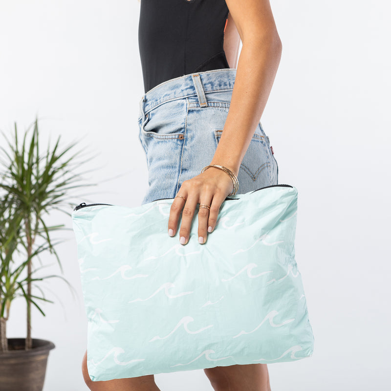 MAX Seaside Pouch in LeMU Blue