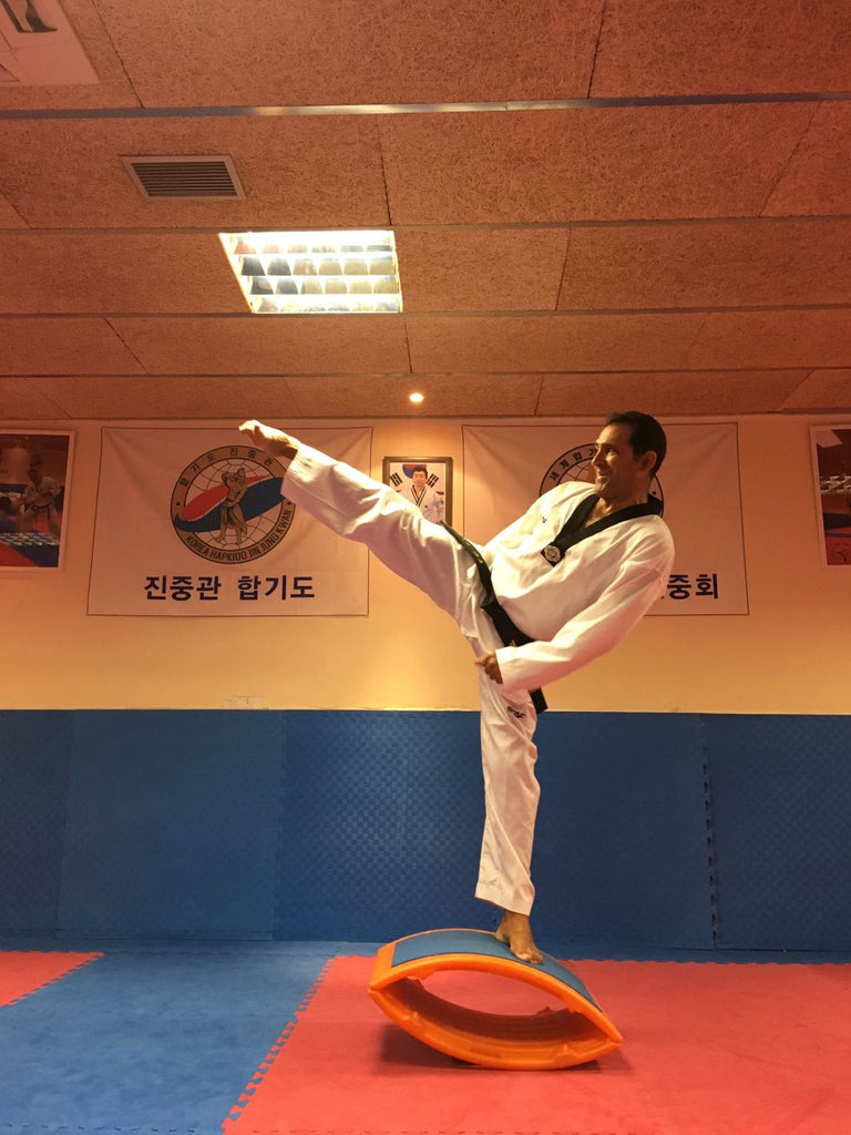Taekwondo Elite Athlete Miguel Jordan on the T-BOW®