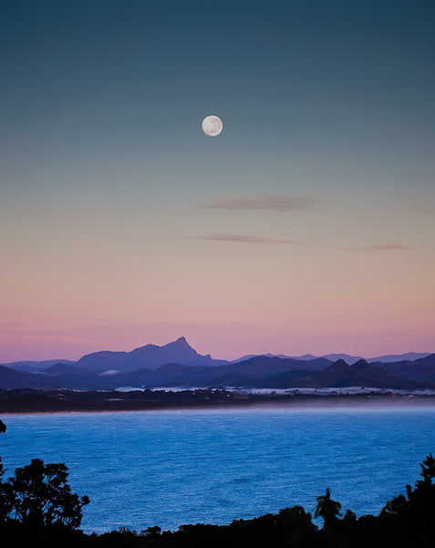 MOONSET SUNRISE BYRON BAY