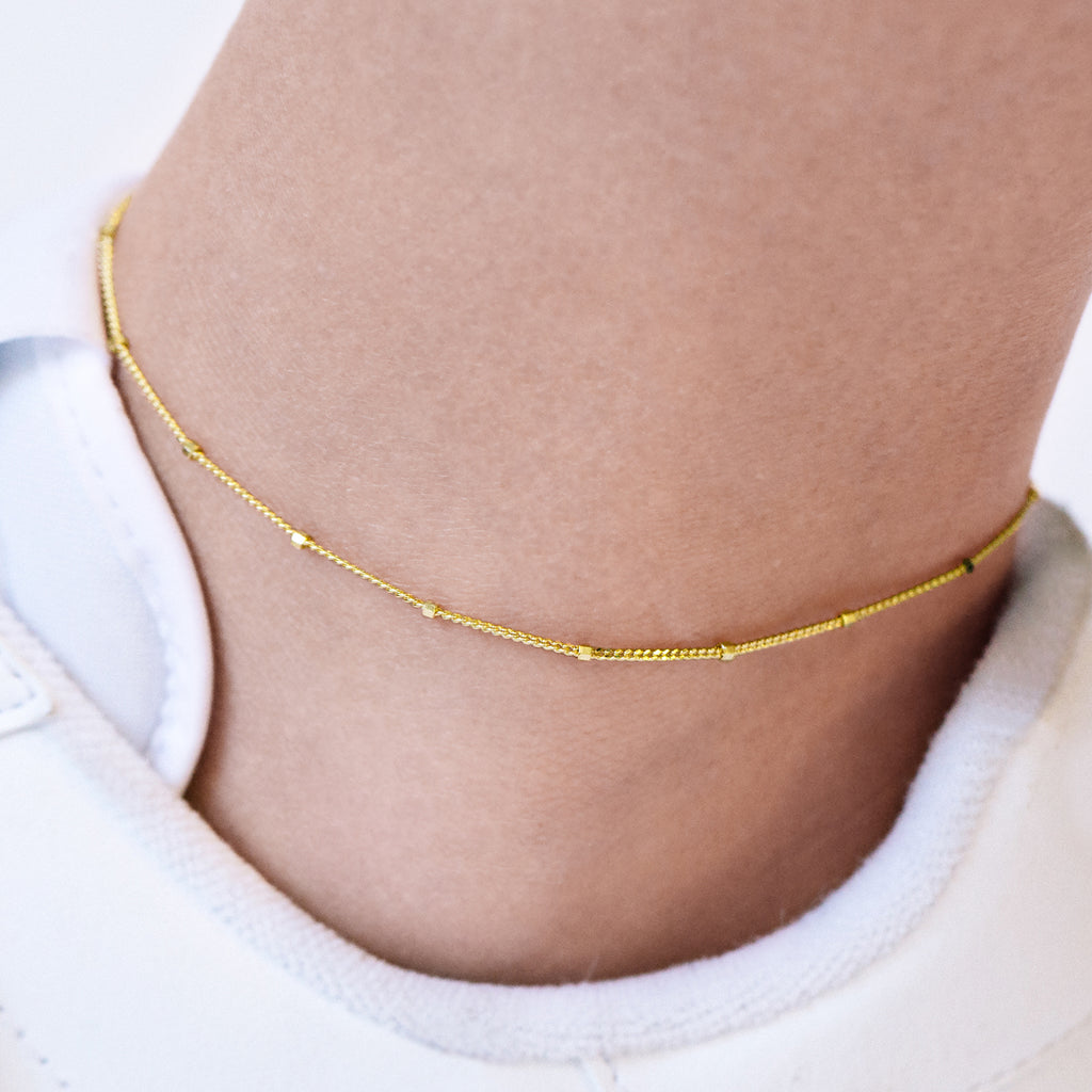 Disperse Bead Chain Anklet on model - gold