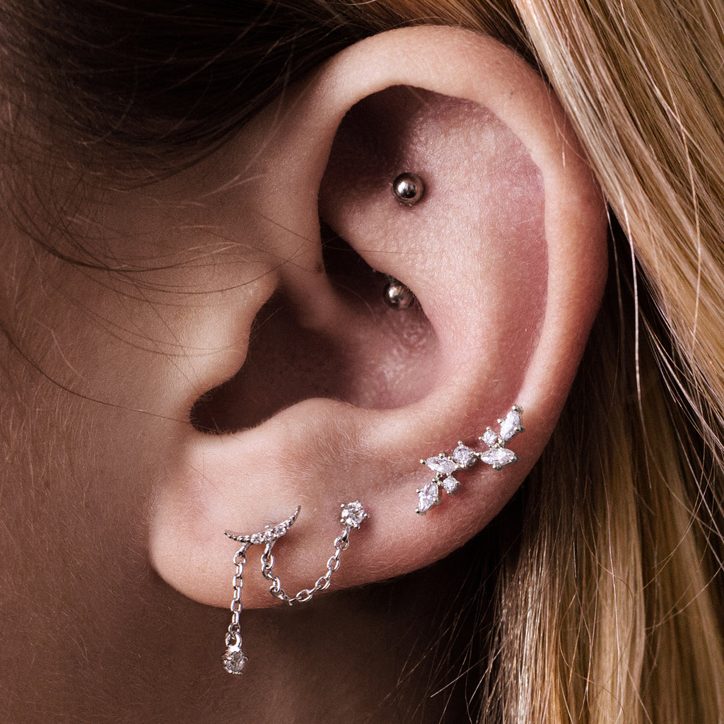 Moon Thread Chain Helix & Cartilage Piercing on model - silver