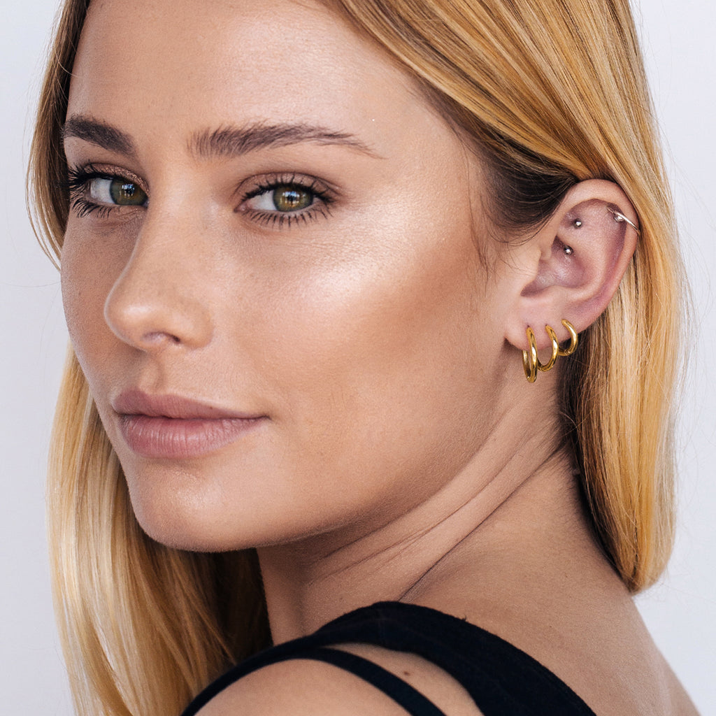 Chelsea Hoop Earrings (large) on model 2 - gold