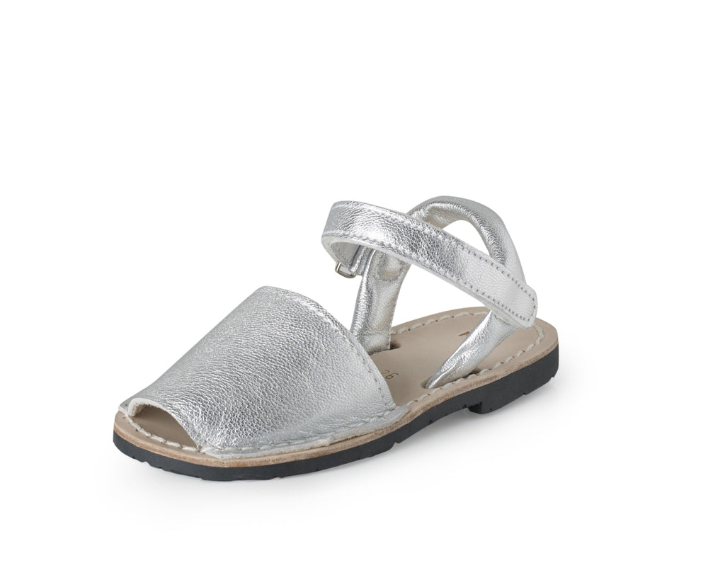 2a8bcc566519 girls silver leather sandals – poppeto