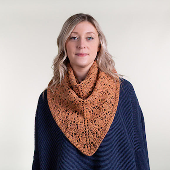 Shawl 'Footfall' in Àrd-Thìr- Kate Davies Designs Yarn Pack - I Wool Knit