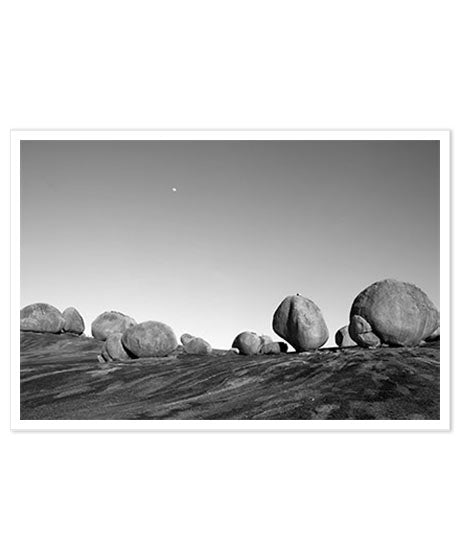 Stones under the moon | Carré Art