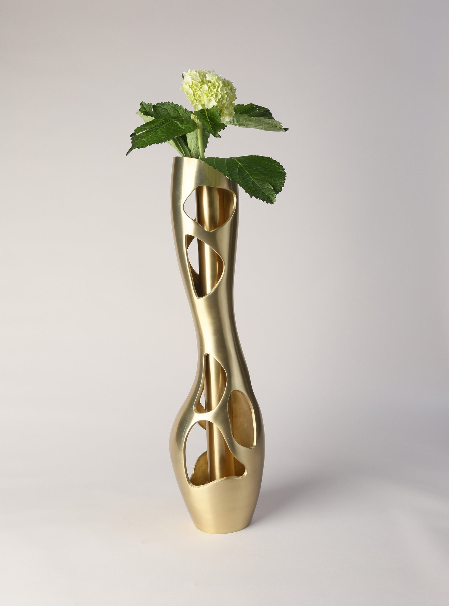 Cortina Sculptural Vase (removable water cylinder)