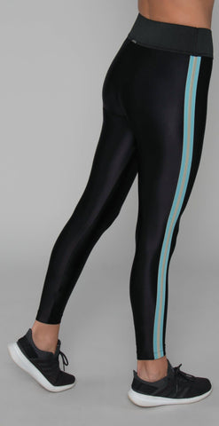 products/4-19-19_Bailey_Jessica-7167127190_ToneHWLegging_Blk.jpg
