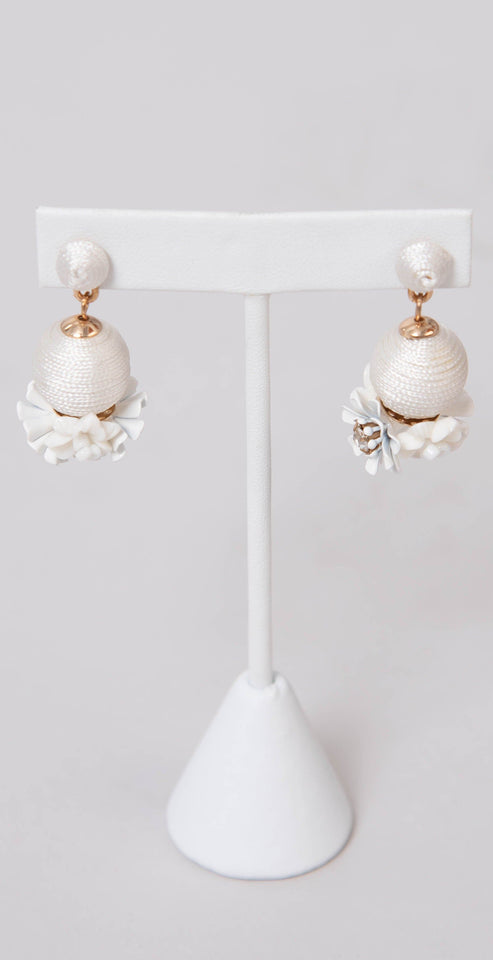 Dainty Ivy Thread Ball With Metal Flowers Earrings white