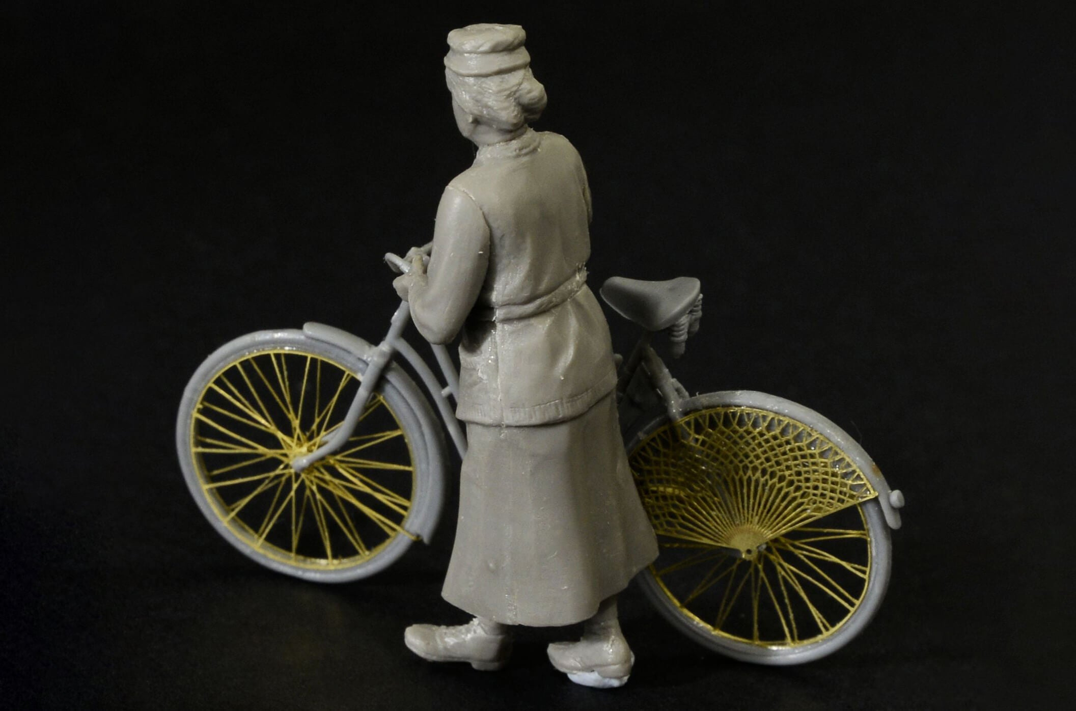 Masterbox 1:35 Scale Frau Muller Europe WWII Era Figure Woman and Womens Bicycle