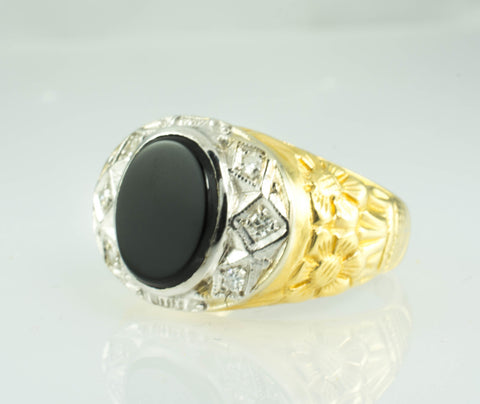 18 Kt Yellow Gold Onyx & Diamond Men's Ring