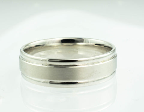 18 Kt White Gold & Platinum Wedding Band