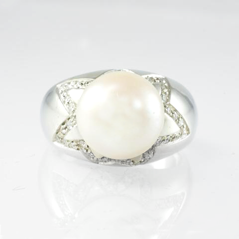 18 Kt White Gold Pearl & Diamond Ladies' Ring
