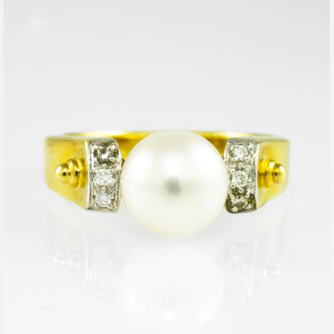 18 Kt Yellow Gold Pearl & Diamond Ladies' Ring