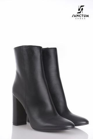 Italian ankle boots with chunky heels in fine black leather
