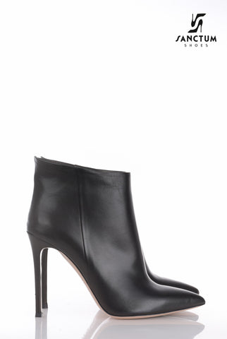 Italian ankle boots with thin heels in fine black leather