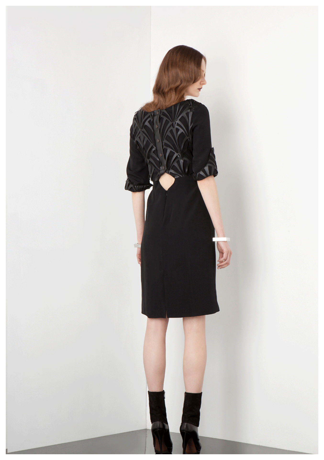 Dress with vegan leather at the back and sleeves, detailed with diamond shape cut-out and metallic snap-fastening placket