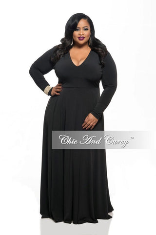 Final Sale Plus Size Long Dress with V-Neck and Long Sleeves in Black
