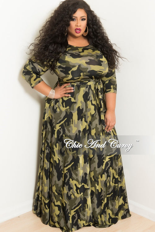 Final Sale Plus Size Long Sleeve Pocket Gown in Light Camouflage Print