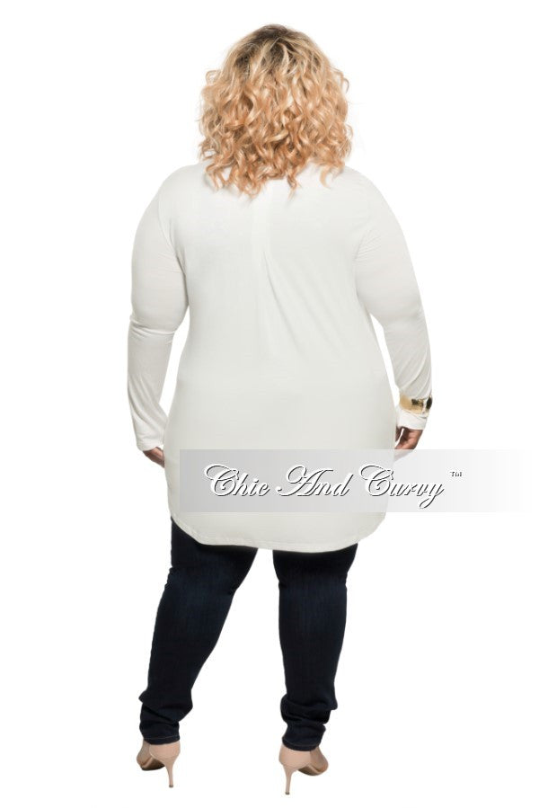 Final Sale Plus Size Long Sleeve V-Neck Top with Tulip Hemline in Off White
