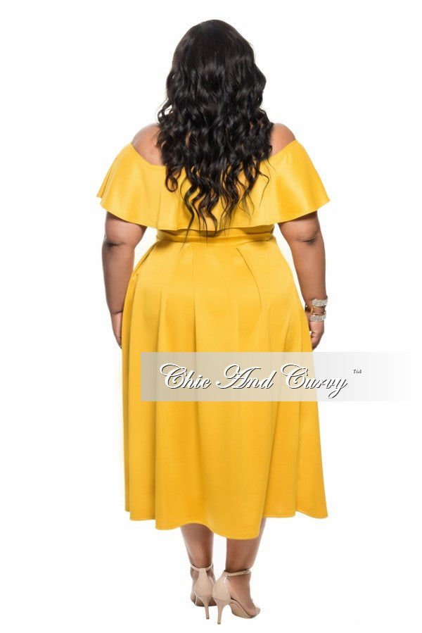 New Plus Size 2-Piece Off the Shoulder Halter Top and Pleated Skirt Set in Mustard Yellow