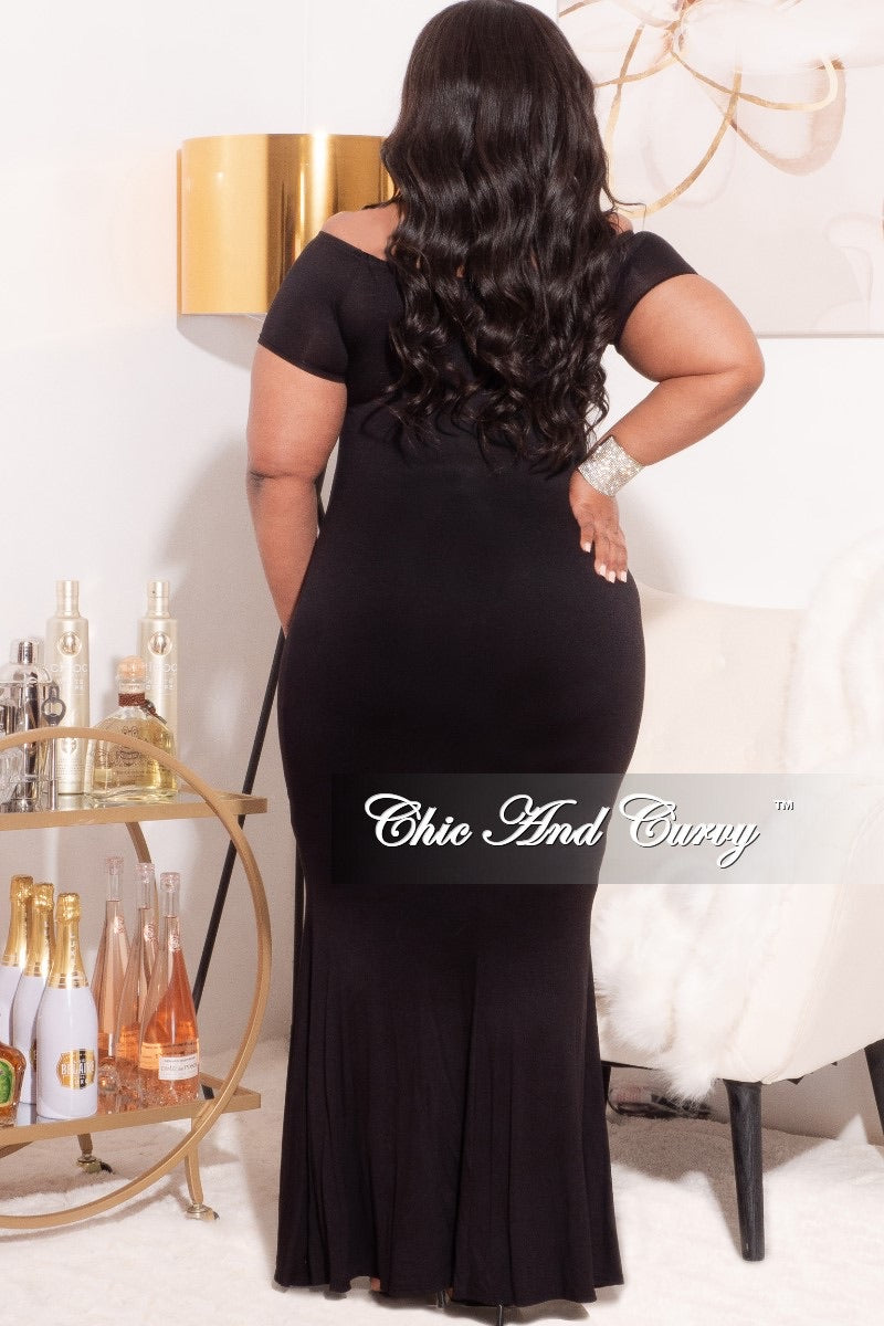 *Final Sale Plus Size Off The Shoulder Maxi Dress in Black