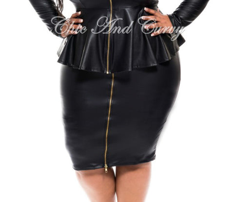 Final Sale Plus Size Liquid Mid-Length Skater Skirt in Black