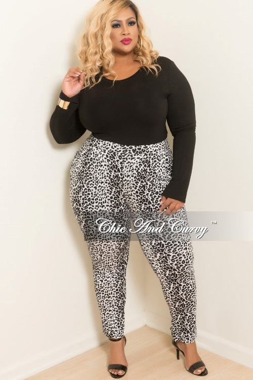 Final Sale Plus Size Animal Print Pants in White and Black
