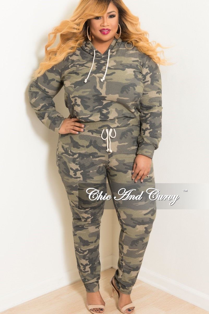 New Plus Size 2-Piece Hooded Top and Pants Set in Camouflage Camo Print