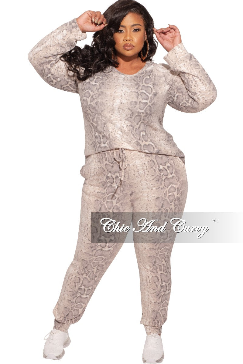New Plus Size 2-Piece Top and Pants Set in White and Brown Snake Print