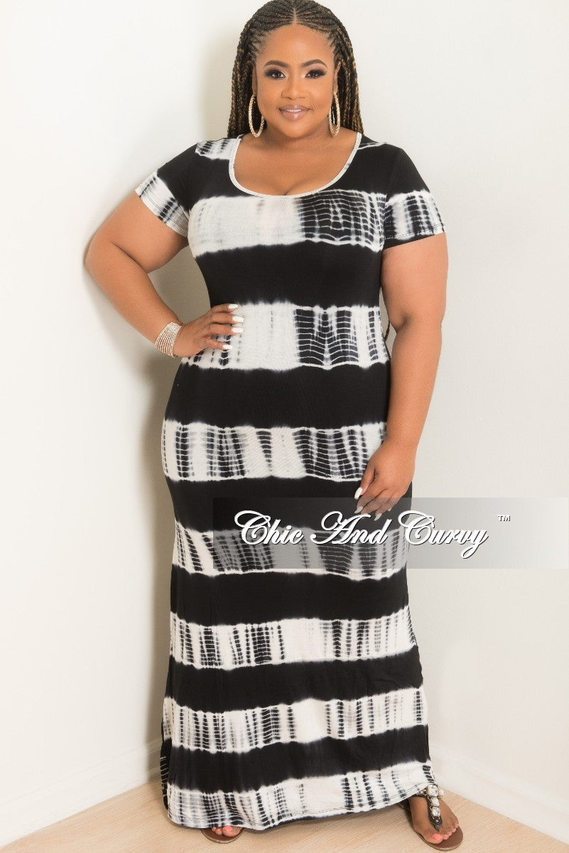 Final Sale Plus Size Short Sleeve Maxi Dress in Black and White Tie Dye Herringbone Print