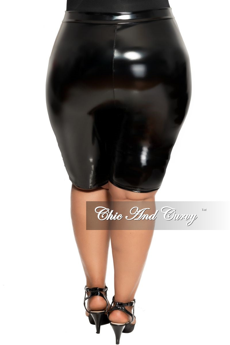 Final Sale Size Plus Patent-Leather Bermuda Short in Black